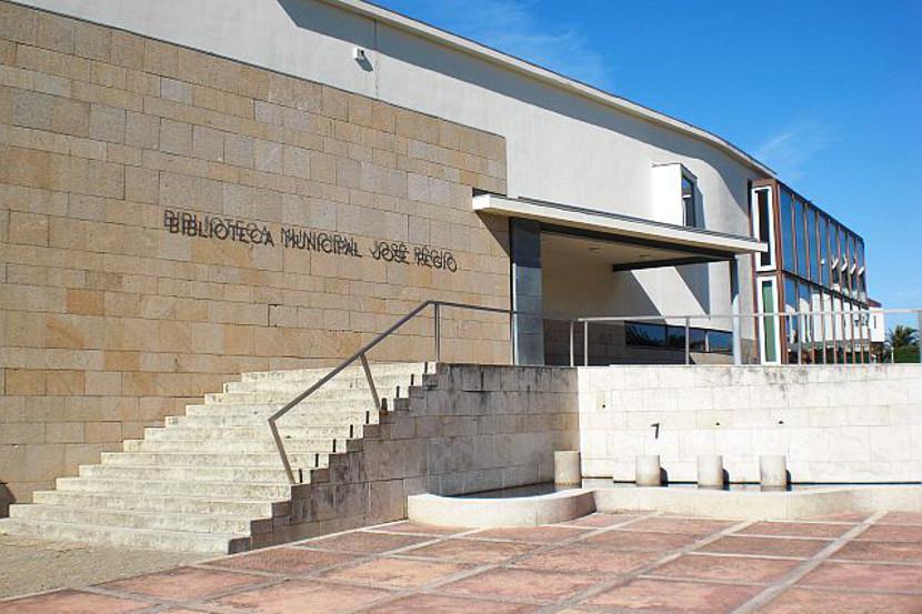 Biblioteca municipal josé régio vila do conde